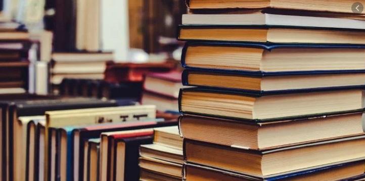 książki i lektury szkolne